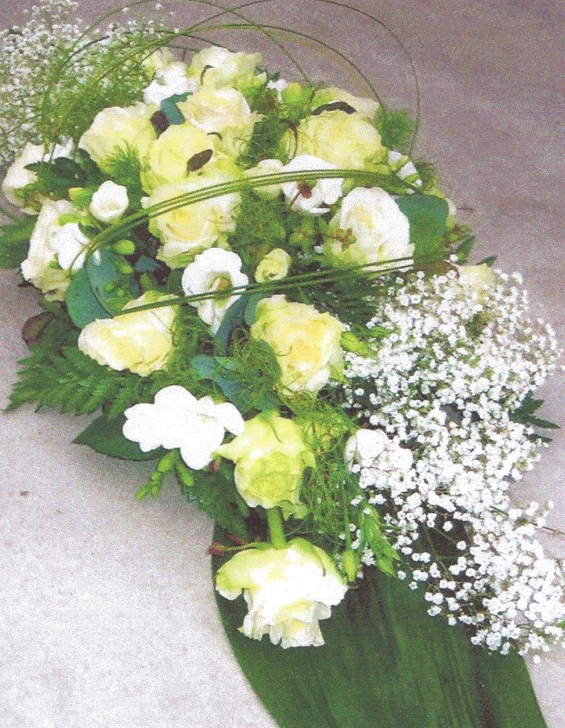 NR 3 bloemstuk met gipskruid rozen seizoensvulling flexigras 85 euro