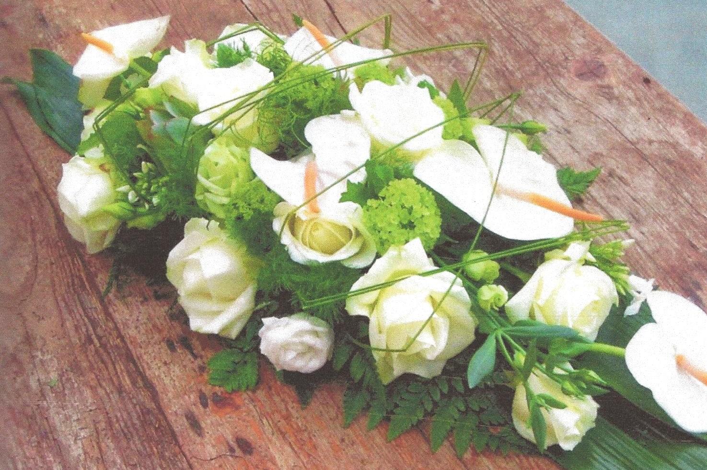NR 7 bloemstuk anthuriums rozen en seizoensvulling 95 euro