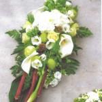 NR 08 Bloemstuk calla rozen bamboo polygorum en seizoensvulling 95 euro