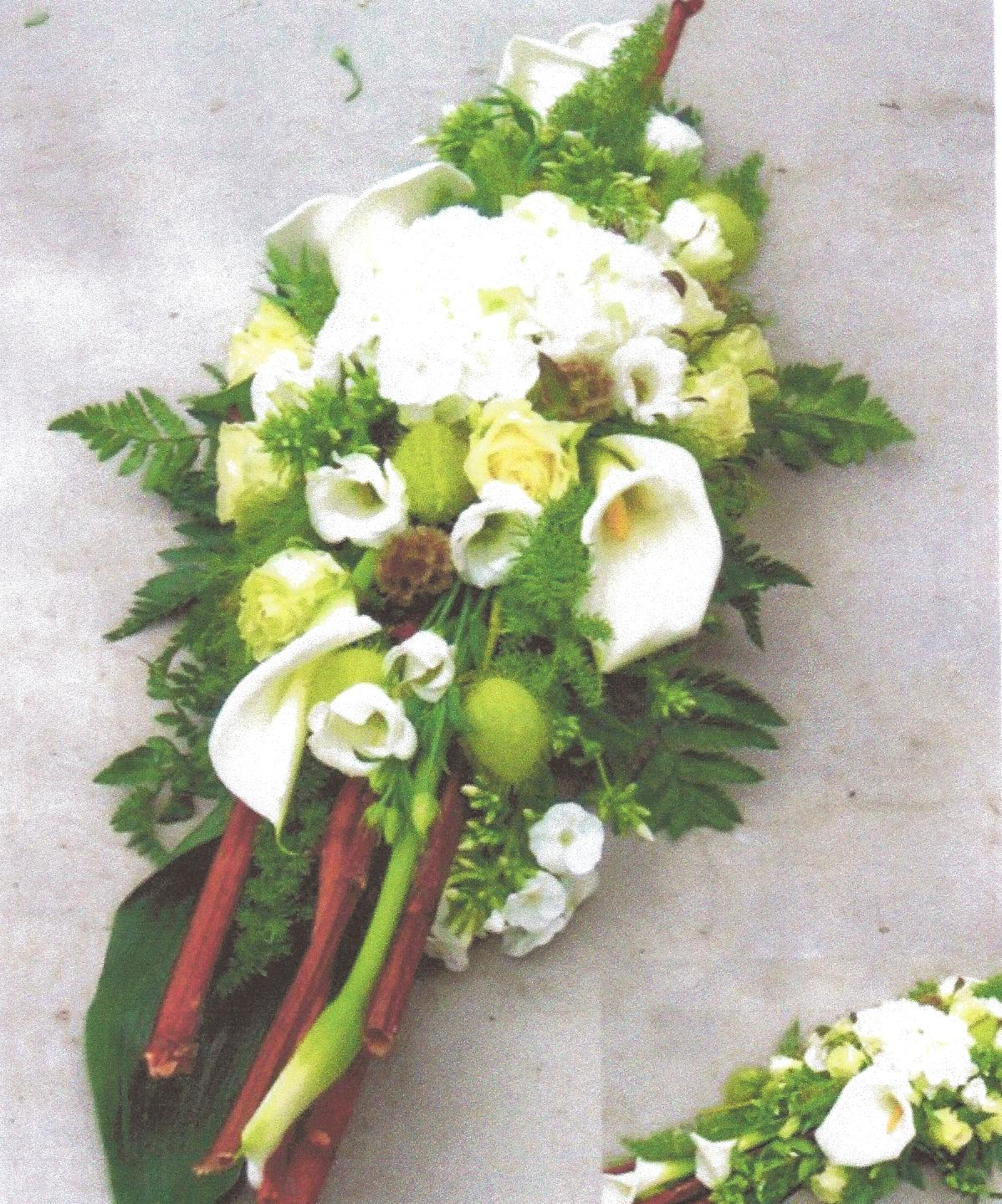 NR 8 bloemstuk calla rozen bamboo polygorum en seizoensvulling 95 euro