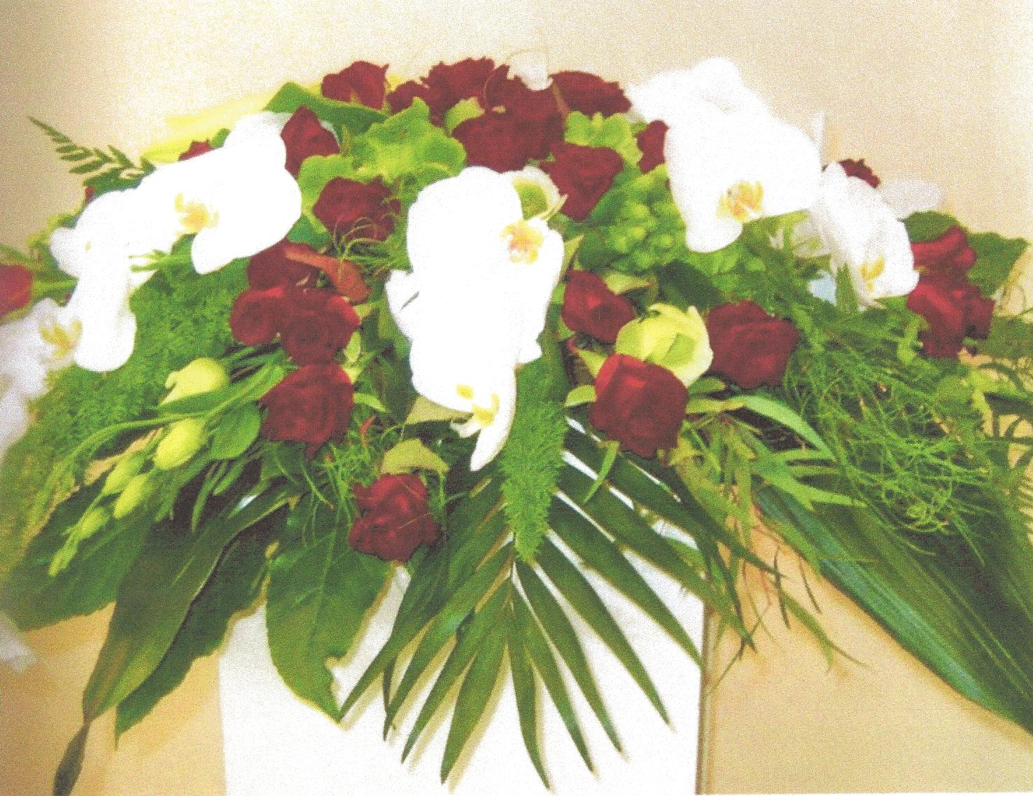 NR 18 bloemstuk en of kiststuk 140 euro